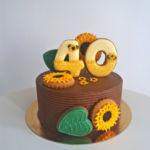 Csokis burkolatú torta mézeskalács díszítéssel